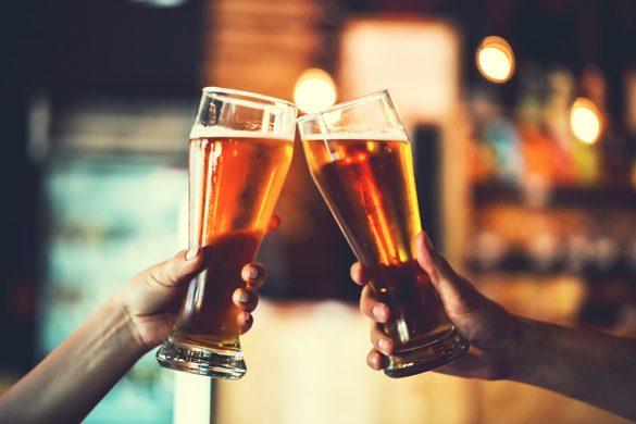 バーで乾杯